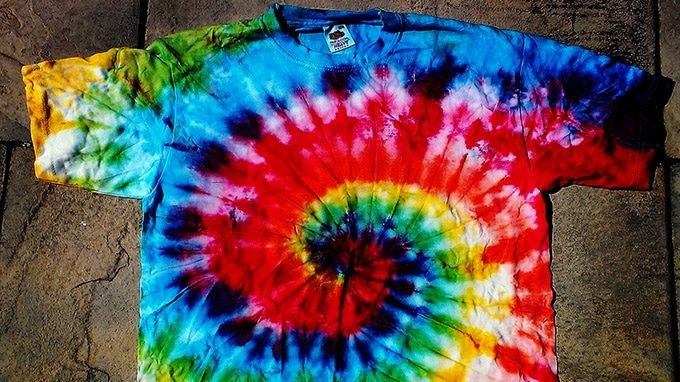 Five easy tie dye patterns for t shirts lifedaily for How do you dye a shirt