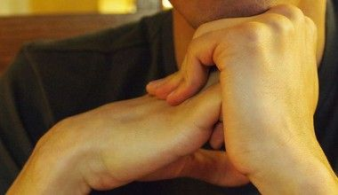 7 Ways How To Stop Cracking Your Knuckles
