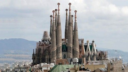 Famous Landmarks In The World  familia sagrada barcelona