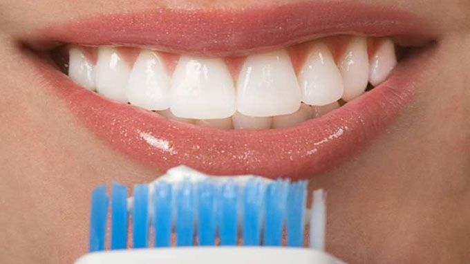 Clean and whiten teeth