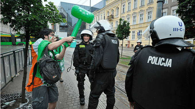 irish fans fiting police in poland