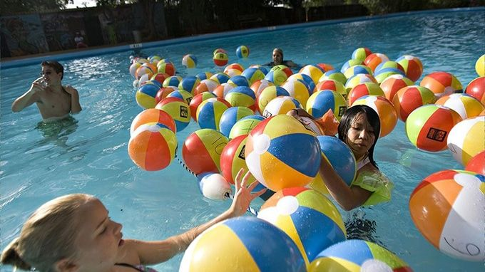 swimming pool monster game
